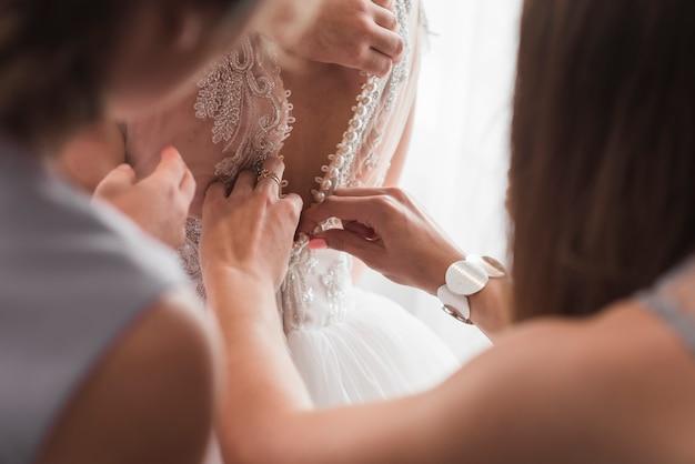 Bruid verkleden