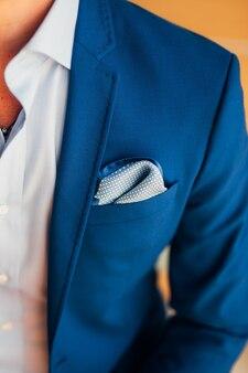 Bruidegom close-up van handen