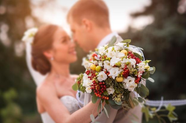 Bruidegom en bruid samen. trouwkoppel.