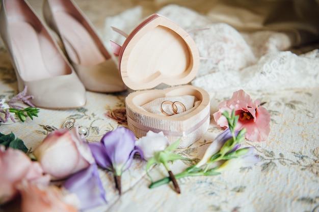 Bruids accessoires met bloemen