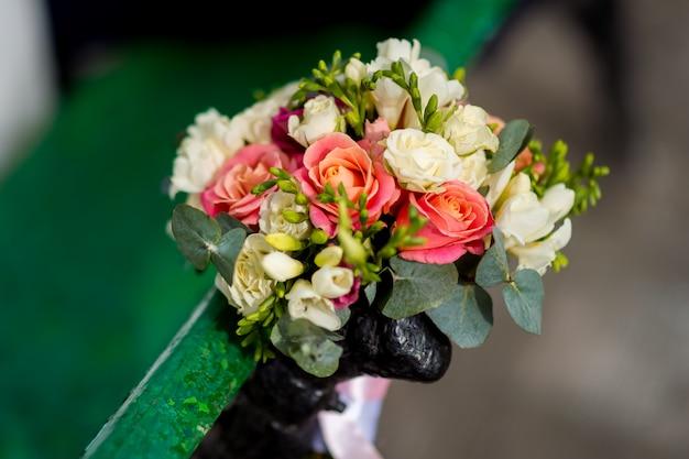 Bruidsboeket. bruid bloemen. bruiloft decoratie. trouwdag