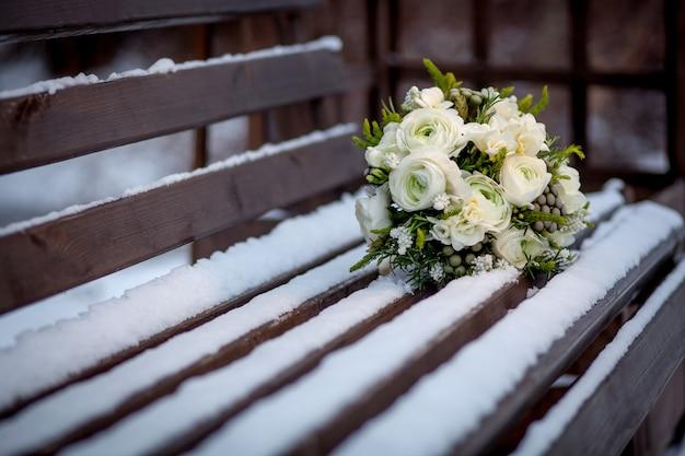 Bruidsboeket, huwelijksboeket in de sneeuw