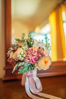 Bruidsboeket op tafel