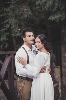 Bruidspaar buitenshuis