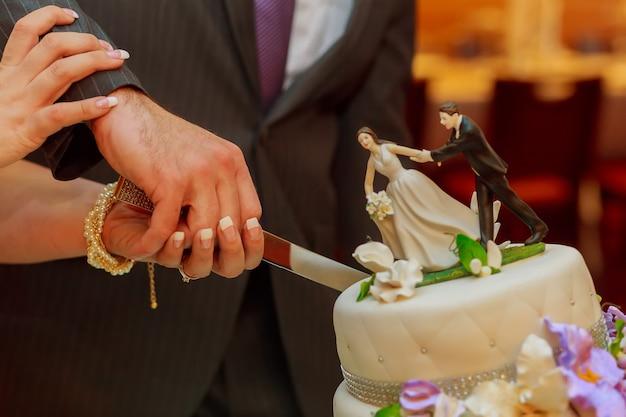 Bruidstaart eten traktatie suiker detail gebakken tafel duur