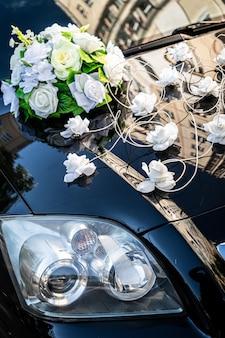 Bruiloft accessoires voor auto, bruid decoratie bruidegom bloemen dag schoonheid