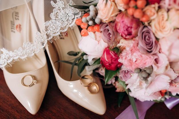 Bruiloft accessoires voor bruid