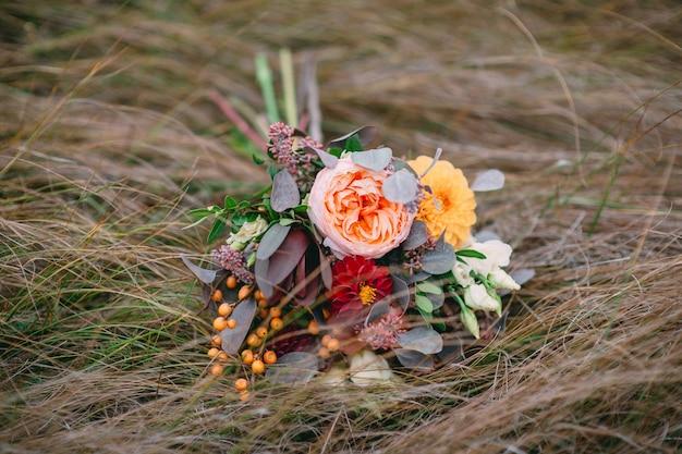 Bruiloft, boeket, vers, bloemen, herfst, gras