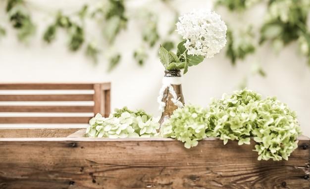 Bruiloft decor met bloemen