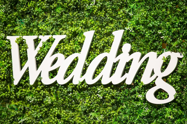 Bruiloft decoraties. een houten tablet met het opschrift