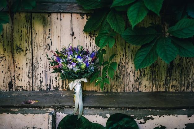 Bruiloft elegant boeket met verschillende bloemen