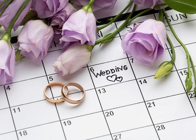 Bruiloft met twee harten geschreven op kalender