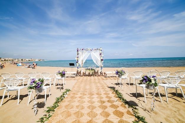 Bruiloft opstelling op strand