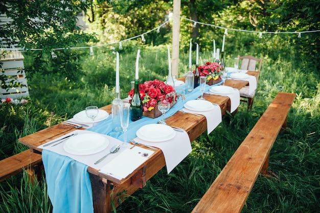 Bruiloft tabel instelling in rustieke stijl