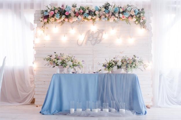 Bruiloft tafel met decoraties
