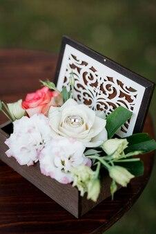 Bruiloftsdecor met natuurlijke elementen