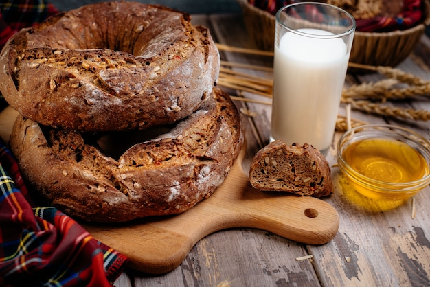 Bruin brood in rustieke stijl