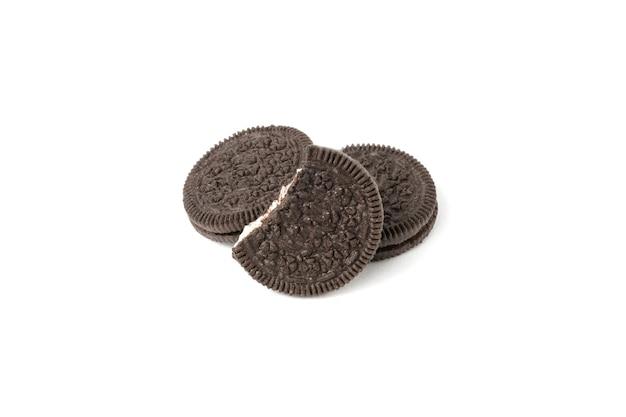 Bruin cookies geïsoleerd op een witte achtergrond.