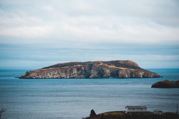 Bruin eilandlandschap