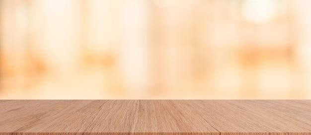 Bruin houten tafelblad met wazig restaurant bar cafe lichte kleur achtergrond f