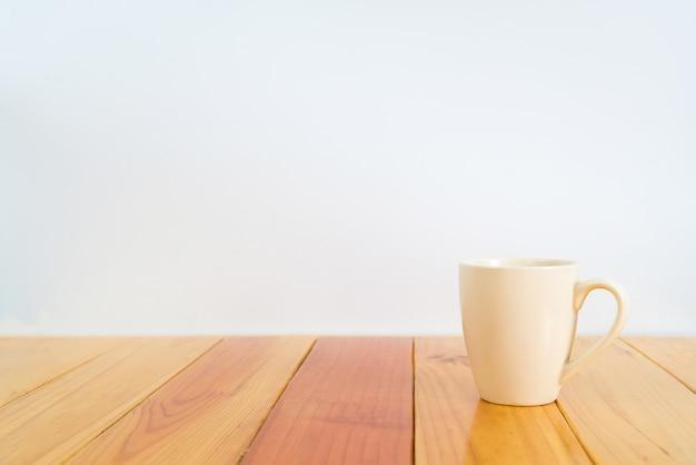 Bruin koffiekopje op tafel