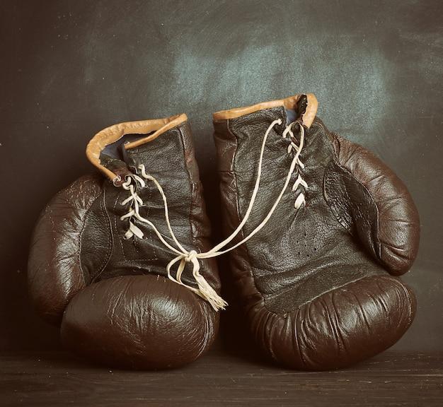 Bruin leren vintage bokshandschoenen
