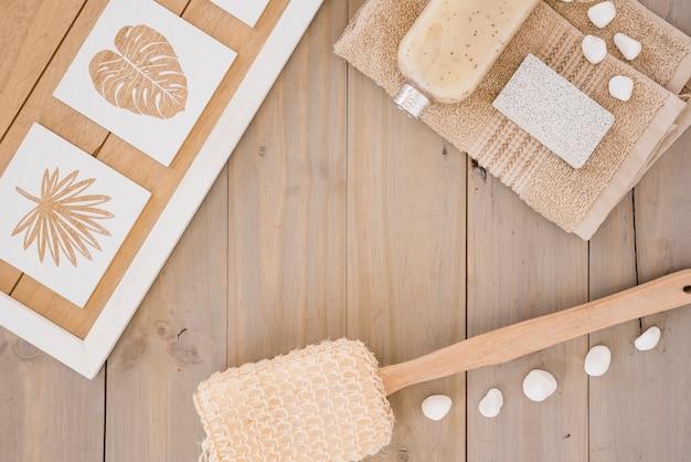 Bruine accessoires voor het wassen van het lichaam