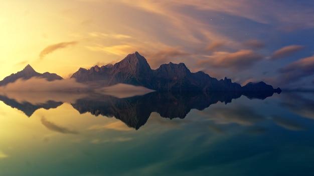 Bruine berg weerspiegeld in watermassa