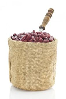 Bruine bonen in grote zak