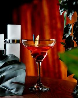 Bruine cocktail op tafel