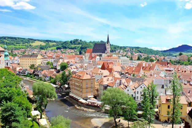 Bruine daken van de tsjechische stad krumlov