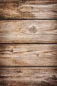 Bruine houten bureaus van planken