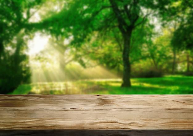 Bruine houten lijst op de groene achtergrond van de onduidelijk beeldaard.