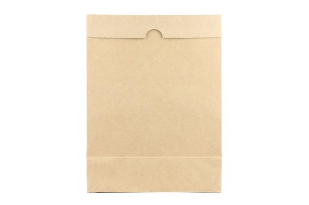 Bruine kraft papieren zak op witte geïsoleerde achtergrond