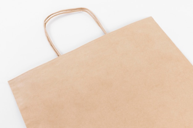 Bruine papieren boodschappentas met hengsels