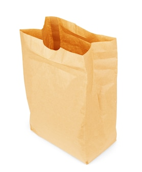 Bruine papieren zak geïsoleerd op witte achtergrond