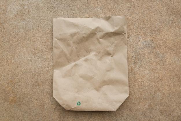 Bruine papieren zak recycle oppervlak verminder het milieuvriendelijke afvalconcept winkelen met zakpapier