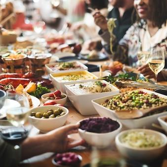 Brunchkeusmenigte het dineren voedselopties die concept eten
