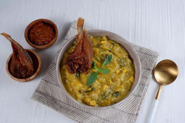 Bubur manado of tinutuan papindonesisch eten manado traditionele rijstpap
