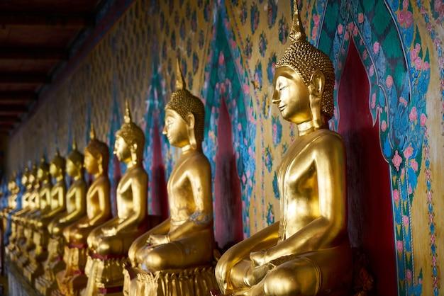 Buddha spiritualiteit bouw van de thaise cultuur groep van objecten