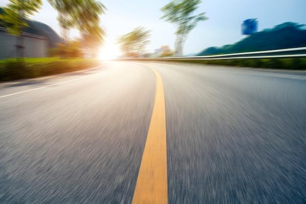 Buiten snelweg asfalt stoep