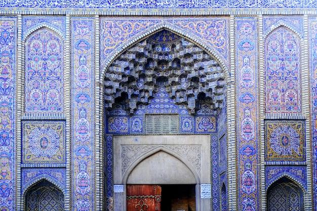 Buitenkant van moskee nasir al-mulk. shiraz, iran.
