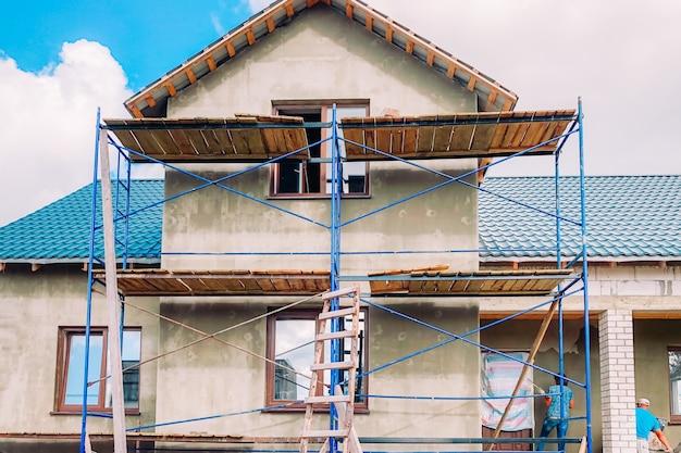 Buitenrenovatie van een modern huis
