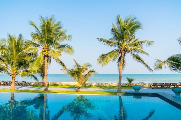 Buitenzwembad in hotel en resort