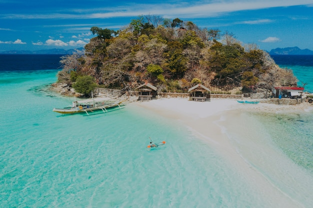 Bulog dos-eilanden in de filippijnen, provincie coron. luchtfoto van drone over vakantie, reizen en tropische plaatsen