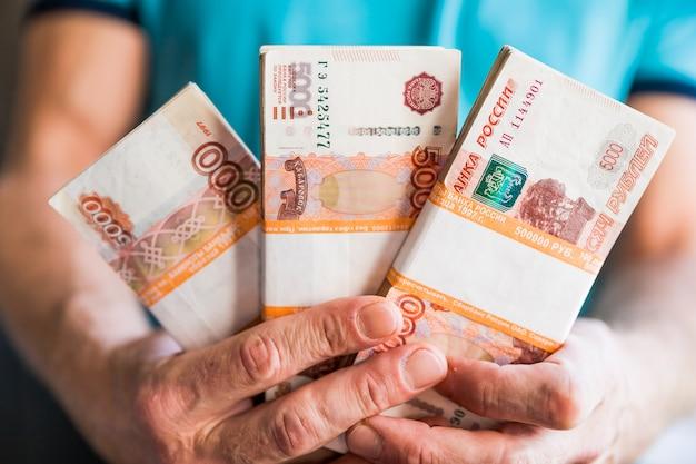 Bundels rekeningen van vijfduizend russische roebel