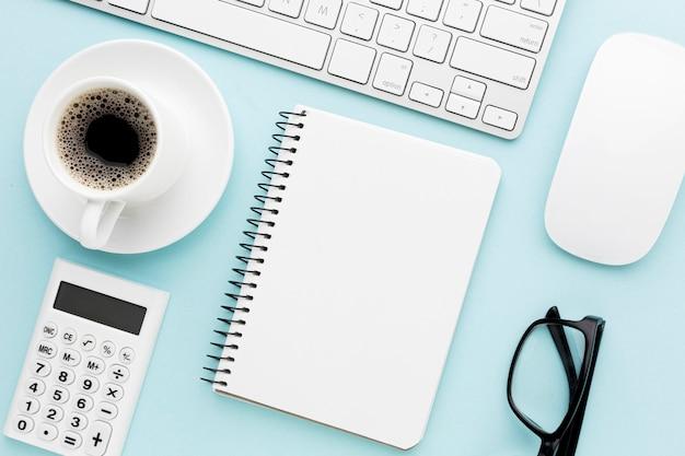 Bureau concept regeling met laptop
