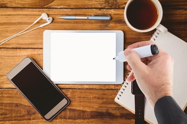Bureau met tablet en mobiel