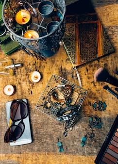 Bureau vol accessoires voor vrouwen