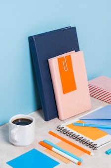 Bureauopstelling met koffiekopje